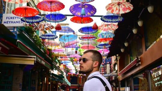 turista en la ciudad de estambul, turquia