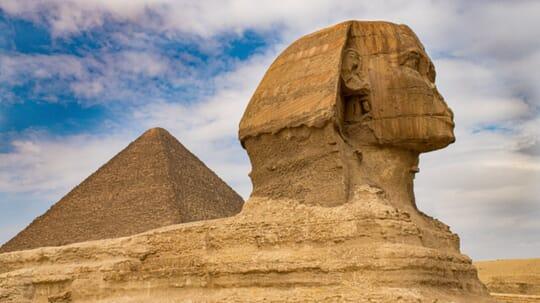 Esfinge en el desierto de Al Giza