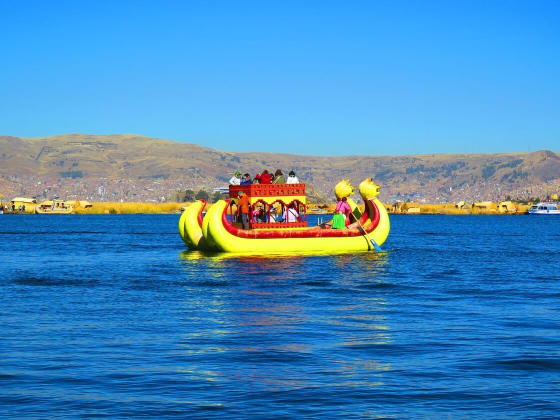 Balsas de totora.Isla los Uros.Lago Titicaca.Perú
